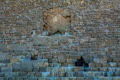 对吉萨金字塔的入口 图库摄影
