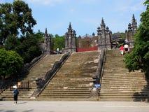 对启定帝坟茔,越南国王皇帝纪念碑的楼梯入口 库存图片