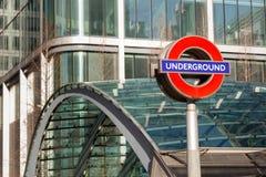 对周年纪念线地铁车站的入口在金丝雀码头 库存图片