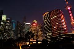对商业中心的夜视图在上海 免版税库存图片