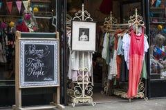 对商店交通人民的入口在伦敦 免版税库存照片