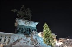 对国王维托里奥・埃曼努埃莱・迪・萨伏伊的纪念碑II由新年音乐会的光照亮了 免版税库存图片