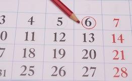 对圈子的日期在日历 免版税库存照片