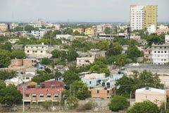 对圣多明哥市的看法从克里斯托弗・哥伦布灯塔的屋顶上面在圣多明哥,多米尼加共和国 免版税库存照片