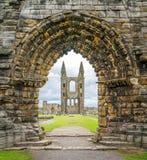 对圣安德鲁斯大教堂,苏格兰的入口门 免版税图库摄影