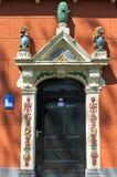 对圣玛丽教会的五颜六色和装饰入口 库存照片