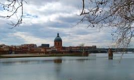 对圣皮埃尔桥梁的看法在冬天 免版税库存照片