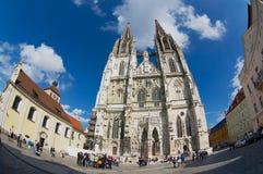 对圣皮特圣徒・彼得大教堂的看法在雷根斯堡,德国 库存照片