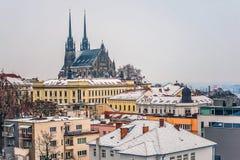 对圣皮特圣徒・彼得和保罗大教堂的看法在冬时的布尔诺 图库摄影