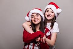 对圣诞老人帽子的妇女画象  库存图片