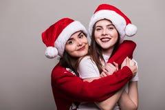 对圣诞老人帽子的妇女画象  免版税库存图片