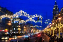 对圣诞节的街道装饰 城市装饰对新年 寒假在圣彼得堡,俄罗斯 免版税图库摄影