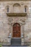 对圣迈克尔天主教大教堂的侧向入口 免版税库存图片
