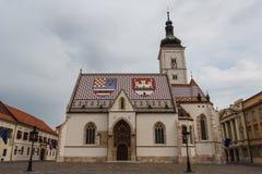 对圣马克教会的一个看法在萨格勒布上部镇  库存图片