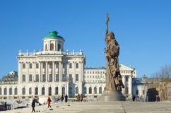 对圣洁王子弗拉基米尔一世・斯维亚托斯拉维奇,莫斯科,俄罗斯的纪念碑 库存图片