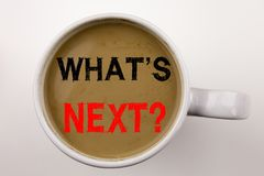 对在咖啡的什么表示怀疑` s下文本在杯子 问的什么企业概念是对wh的下个自我发展改善问题 免版税图库摄影