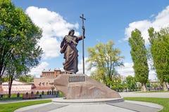 对在哈尔科夫最初叫的圣洁传道者安德鲁的纪念碑,乌克兰 免版税库存照片