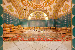 对在波斯样式绘的老牌豪华餐馆空的dinning的室的入口  库存照片