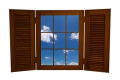 对在白色Backg隔绝的蓝天看法的被打开的木窗口 免版税图库摄影