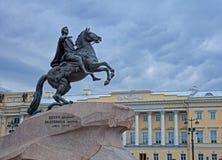对在马背上彼得大帝的纪念碑在圣Petesburg 库存照片