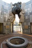 对在Bourgas海庭院里下落的纪念碑在保加利亚 免版税图库摄影
