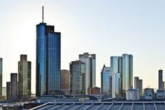 对地平线的看法在有摩天大楼的法兰克福 免版税库存照片