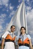 对垂直的水妇女的人下条风船 库存照片