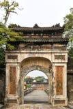 对城堡的一个老门户颜色的越南 免版税库存图片