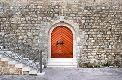 对城堡的历史大厦的古老入口Th的 免版税库存照片
