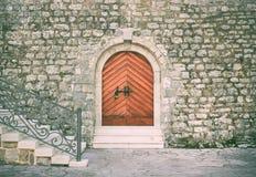 对城堡的历史大厦的古老入口Th的 免版税库存图片