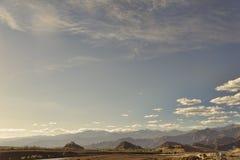 对城堡的看法在山中的小山 库存照片