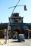 对城堡的门 Hué 越南 免版税库存照片