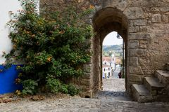 对城堡, Obidos的墙壁入口 免版税库存图片