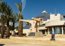 对城市博物馆埃拉特Iri `的中央入口与武器船卡里内, c帆柱的上部  库存图片