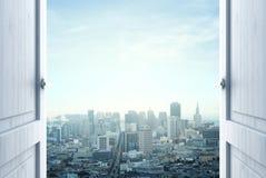 对城市的门 免版税图库摄影