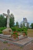 对基督的纪念碑在Nikolsky Pereslavsky我们的斯摩棱斯克的夫人女修道院和教会在Pereslavl-Zalessky,俄罗斯 免版税库存图片