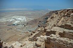 对堡垒马萨达的缆索铁路的攀登 免版税库存照片