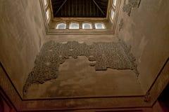 对塔的里面墙壁的向上看法, Nasrid宫殿,阿尔罕布拉宫,西班牙 免版税库存照片