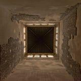 对塔的里面的向上看法, Nasrid宫殿,阿尔罕布拉宫,西班牙 库存照片