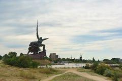 对塞瓦斯托波尔的英勇防御者的纪念碑在第二次世界大战期间的水手和战士在海角水晶的小山 免版税图库摄影