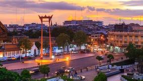 对夜间流逝曼谷市大回环地标的天  股票视频