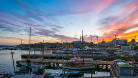 对夜间奥斯陆市流逝录影,奥斯陆口岸与小船和游艇的天在微明在挪威, Timelapse 4k 影视素材