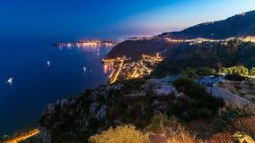 对夜Eze村庄镇的地中海海岸线的timelapse视图的天法国海滨的 股票视频