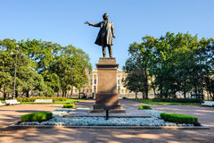 对大俄罗斯诗人亚历山大・谢尔盖耶维奇・普希金的纪念碑 免版税库存照片