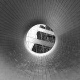 对大厦的反射的隧道 库存图片