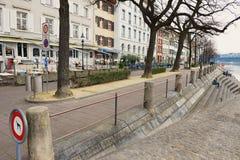 对大厦的看法在莱茵河银行在巴塞尔,瑞士 库存图片