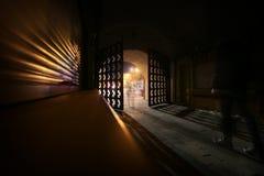 对大城市的门 一次在晚上 免版税库存图片