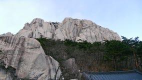 对大岩石Ulsanbawi的看法 库存照片