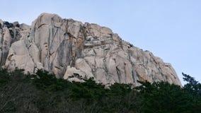 对大岩石Ulsanbawi的看法 库存图片