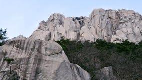 对大岩石Ulsanbawi的看法 免版税库存照片